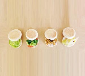 ピクレッドサラダでサンドウィッチ
